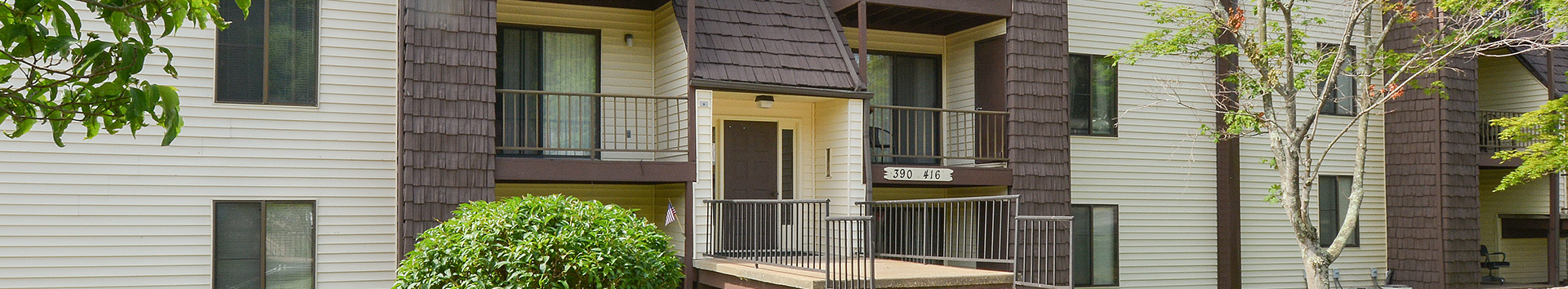 Exterior view of Roxalana Hills Apartments at Manor Communities, Charleston/West Virginia