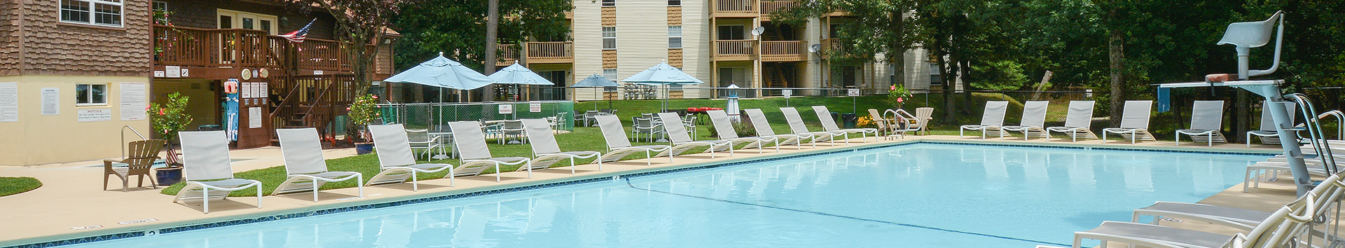 Swimming Pool of California Apartments at Manor Communities, Absecon/New Jersey