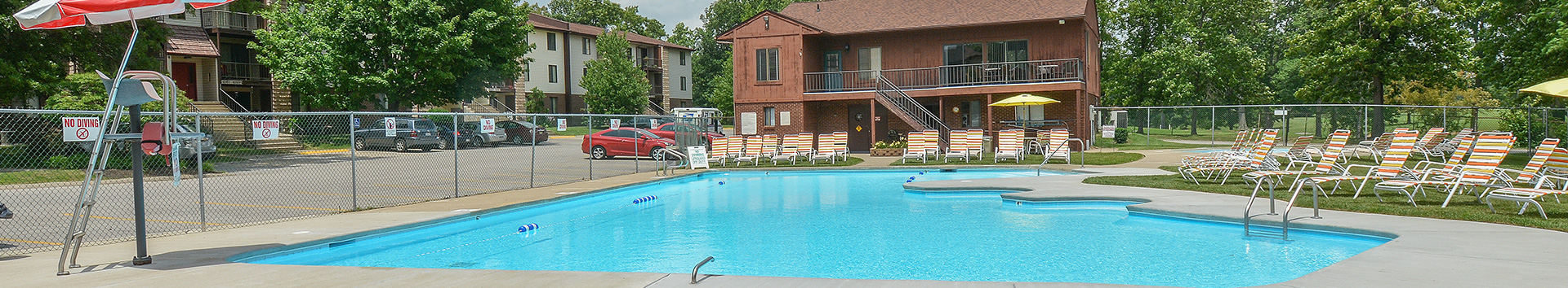Swimming Pool of Country Club Apartments at Manor Communities, Huntington/West Virginia