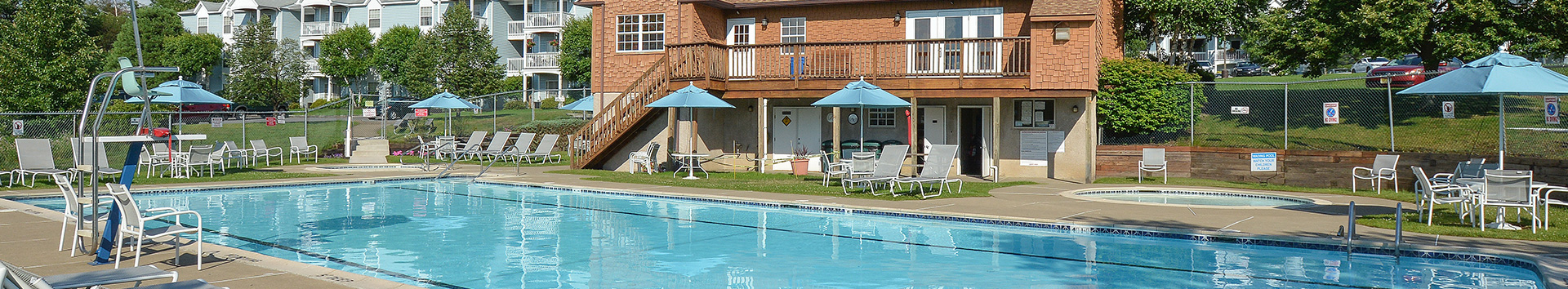 Swimming Pool of East Mountain Apatments at Manor Communities, Wilkes-Barre/Pennsylvania