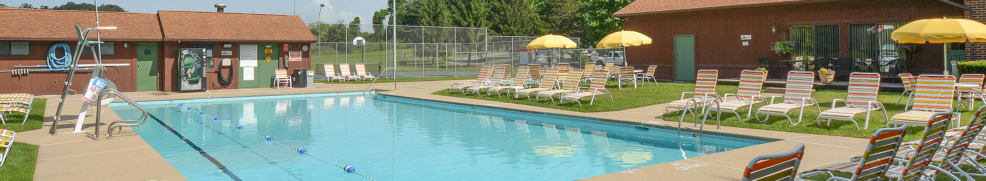 Swimming Pool of Pikeview Manor Apartments at Manor Communities, Beckley/West Virginia