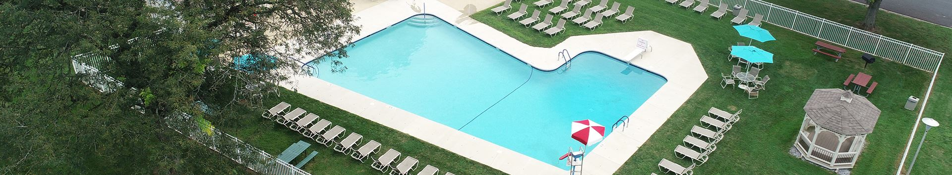Swimming Pool of Manor House Apartments at Manor Communities, Lancaster/Pennsylvania